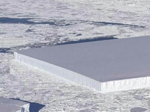В НАСА заявили, что айсберг прямоугольной формы настоящий