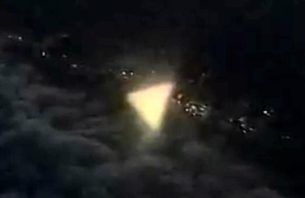 Гигантское лицо инопланетянина на Марсе, НЛО в виде треугольника…