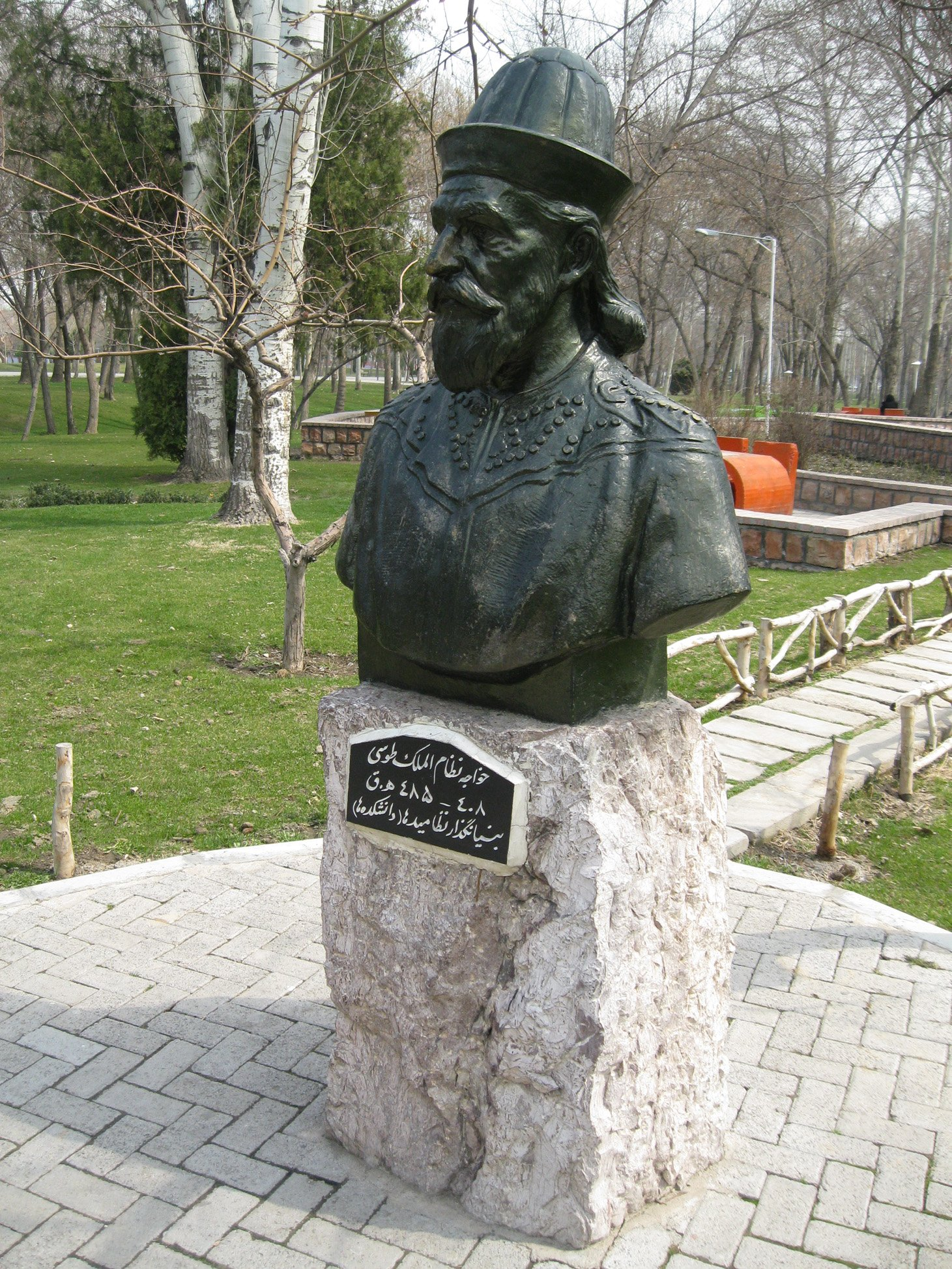 Памятник лидеру ассасинов