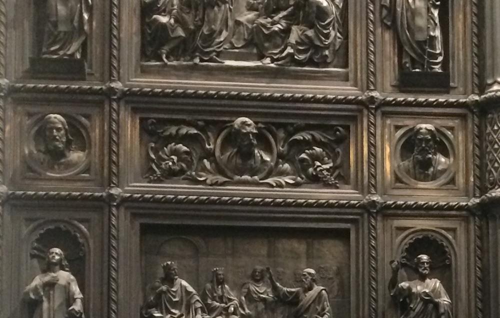 Исаакий и его настоящие хозяева. Кто отполировал дверь?