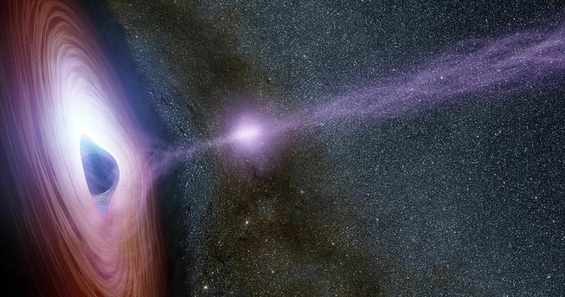 Гигантская черная дыра «стреляет» плазмой по Земле