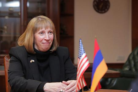 Arminfo: Линн Трейси: США продолжают быть заинтересованными в осуществлении инвестиций в Армении