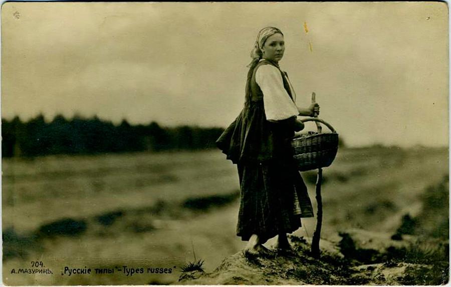 Девушка с корзинкой, начало 20 века.