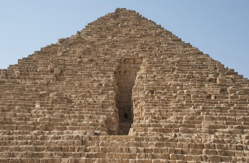 Брешь-разрез в пирамиде Микерина