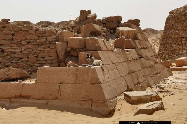C:\Users\1\Desktop\Внутренности пирамиды ПепиII из Южной Саккары..jpg