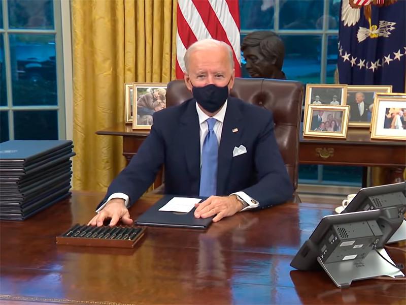 NEWSru.com :: Джо Байден на свой вкус изменил обстановку в Овальном кабинете Белого дома