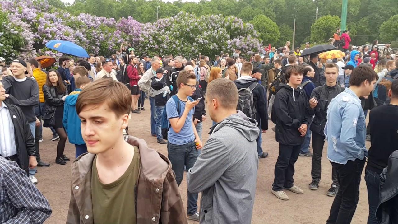 Школота на митинге в Питере - YouTube