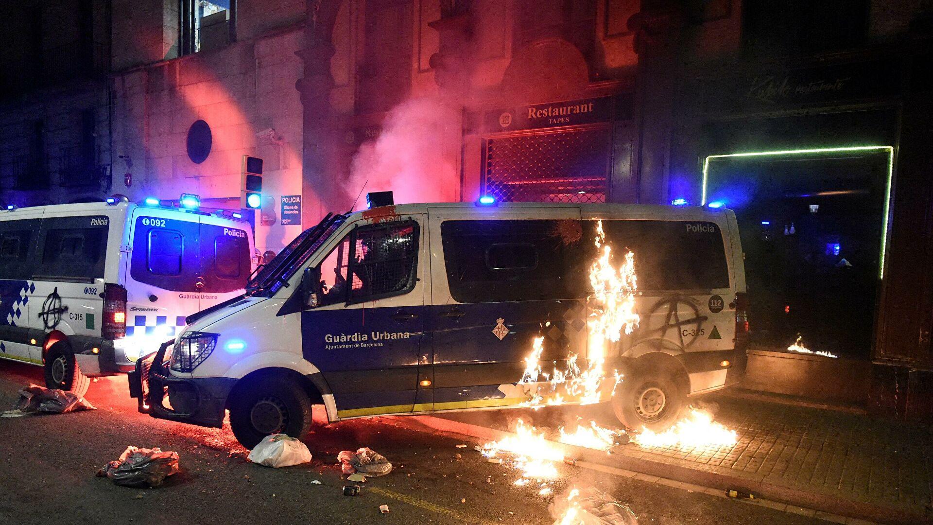 В Барселоне акция протеста переросла в беспорядки - РИА Новости, 27.02.2021