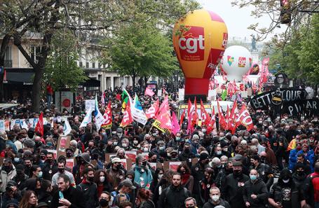 Протестный Первомай: в Париже и других городах демонстрации переросли в столкновения с полицией